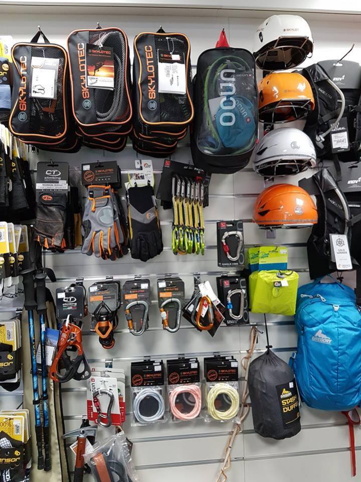Výbava na lezenie v predajni Poď Von v Nitre